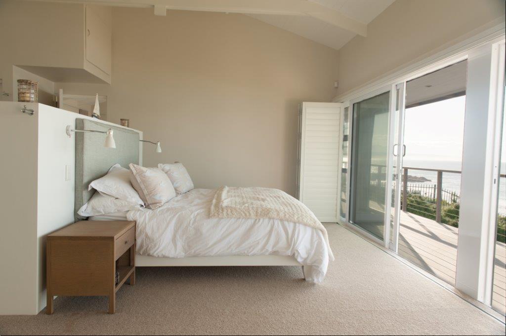 upstairs bedroom bed.jpg